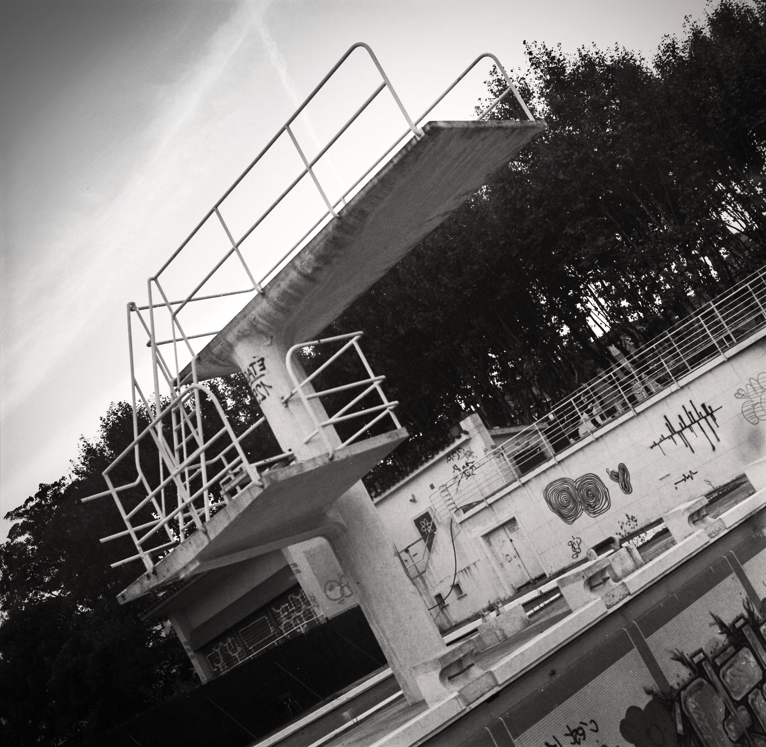 Plongeoir friche piscine